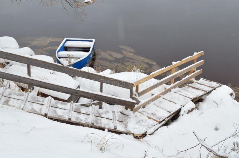 Σκαλοπάτια στην αποβάθρα βαρκών στοκ φωτογραφία με δικαίωμα ελεύθερης χρήσης