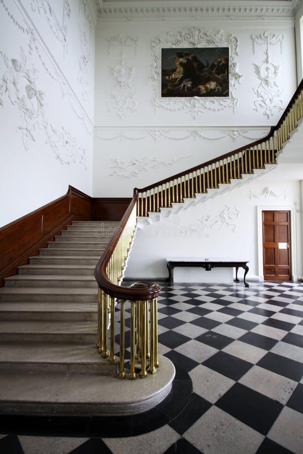 Σκαλοπάτια στο κύριο δωμάτιο στο εντυπωσιακό σπίτι Russborough, Ιρλανδία στοκ φωτογραφίες με δικαίωμα ελεύθερης χρήσης