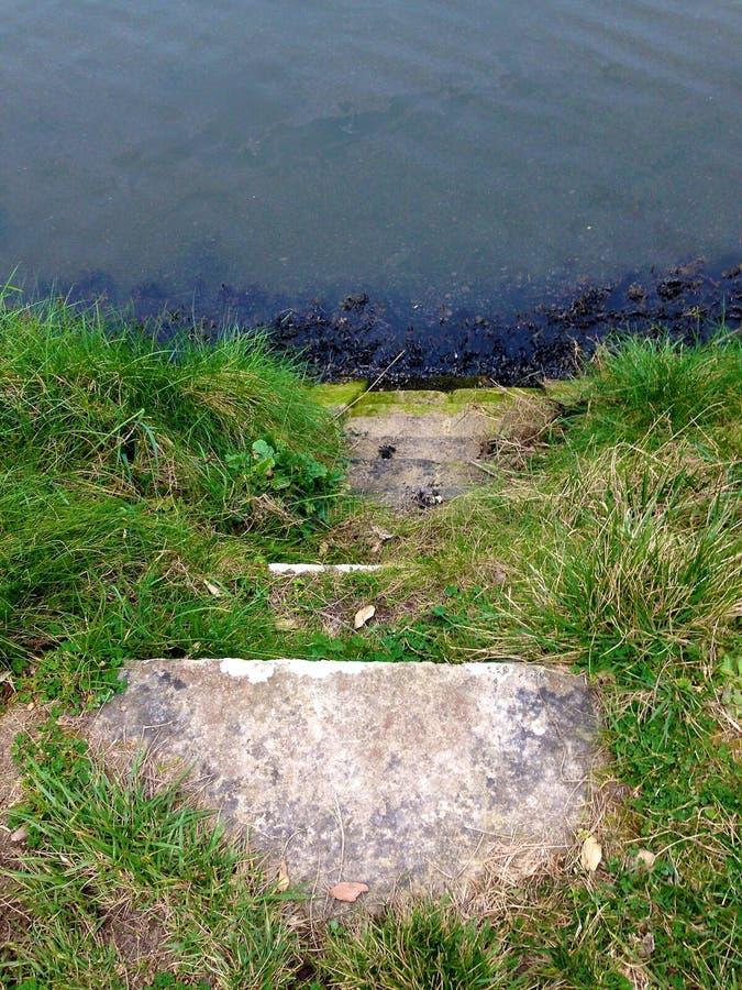 σκαλοπάτια στο ύδωρ στοκ εικόνες με δικαίωμα ελεύθερης χρήσης
