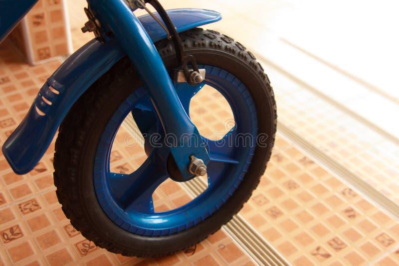 Σκαλοπάτι πτώσης παιδιών ποδηλάτων Beware στοκ εικόνα