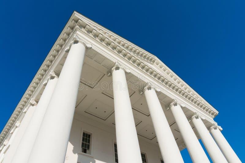 Σκεπαστή είσοδος πρόσοψης κρατικού capitol της Βιρτζίνια με τα collumns στοκ εικόνες με δικαίωμα ελεύθερης χρήσης