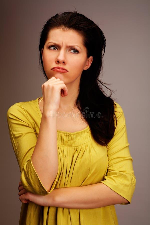 σκεπτική γυναίκα στοκ φωτογραφίες
