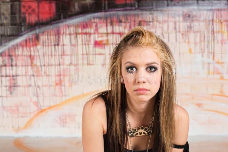 Σκεπτικός αστικός έφηβος στοκ φωτογραφία με δικαίωμα ελεύθερης χρήσης