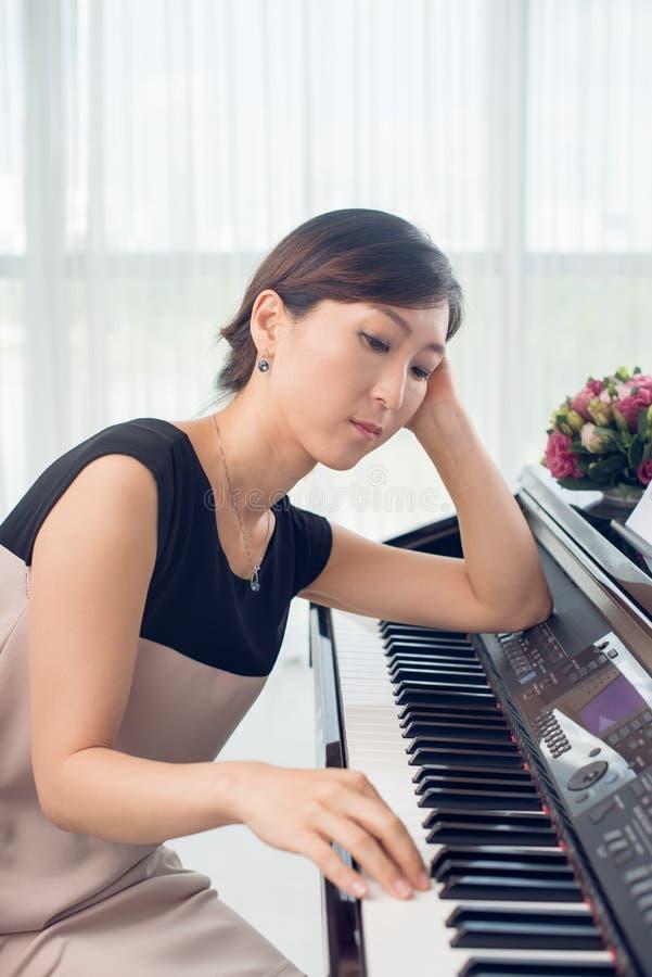 Σκεπτικό pianist στοκ εικόνα με δικαίωμα ελεύθερης χρήσης