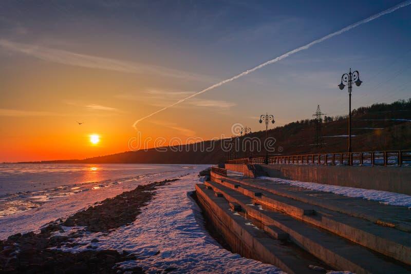 Σκηνή ηλιοβασιλέματος από το θαλάσσιο περίπατο στοκ εικόνες με δικαίωμα ελεύθερης χρήσης