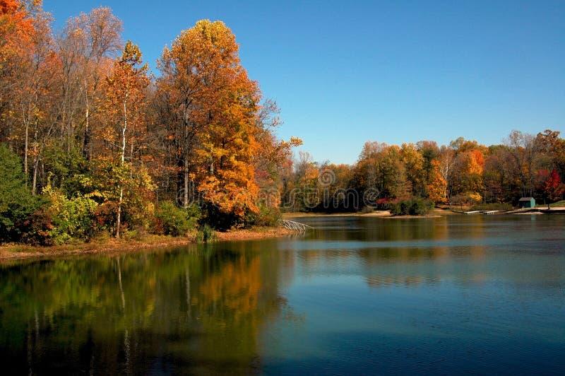 σκηνή λιμνών πτώσης στοκ εικόνες με δικαίωμα ελεύθερης χρήσης