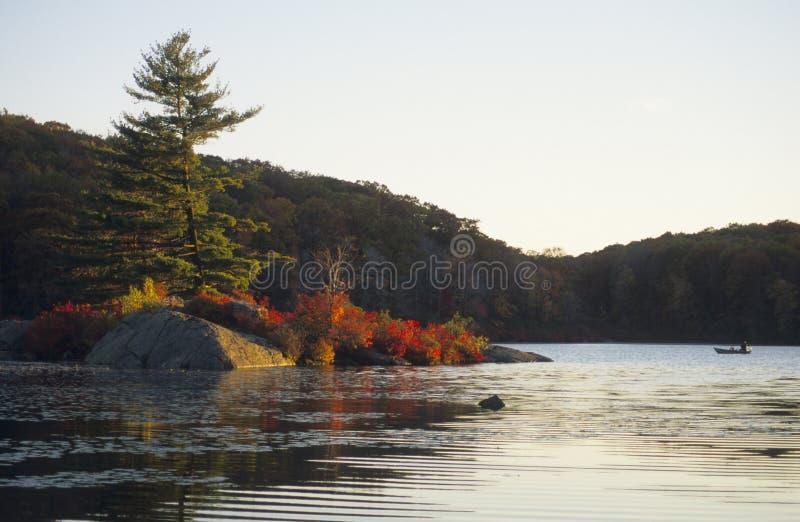 σκηνή λιμνών φθινοπώρου στοκ εικόνες