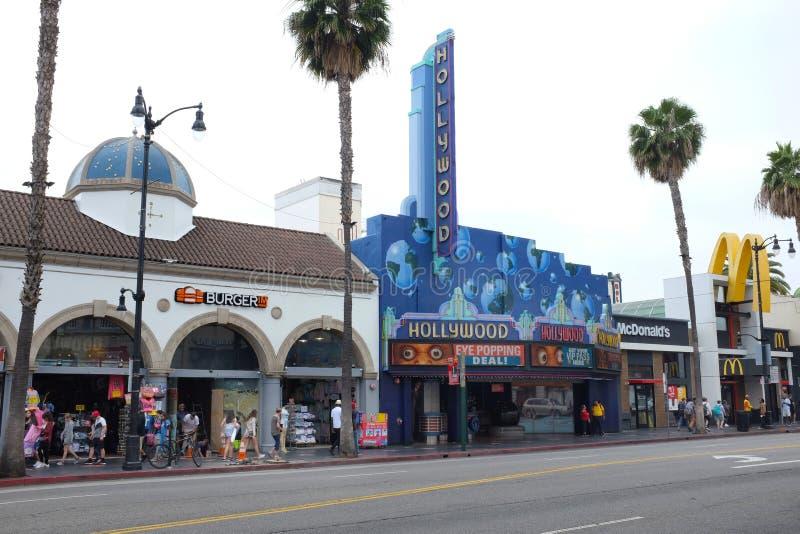 Σκηνή οδών λεωφόρων Hollywood με τα καταστήματα, τα θέατρα και τους τουρίστες στοκ φωτογραφίες με δικαίωμα ελεύθερης χρήσης
