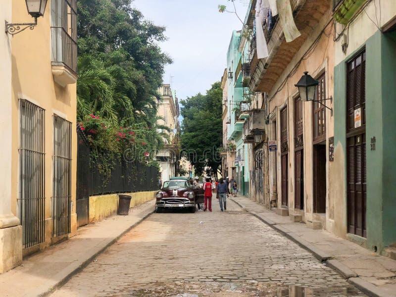 Σκηνή οδών με το ζωηρόχρωμο παλαιό αποικιακό κτήριο σε Havan Κούβα στοκ φωτογραφίες με δικαίωμα ελεύθερης χρήσης
