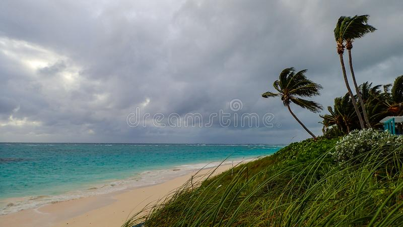 Σκηνή παραλιών του Abaco Μπαχάμες μια θυελλώδη νεφελώδη ημέρα στοκ εικόνες με δικαίωμα ελεύθερης χρήσης