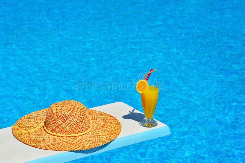 Σκηνή παραλιών δίπλα στην πισίνα στοκ φωτογραφίες με δικαίωμα ελεύθερης χρήσης