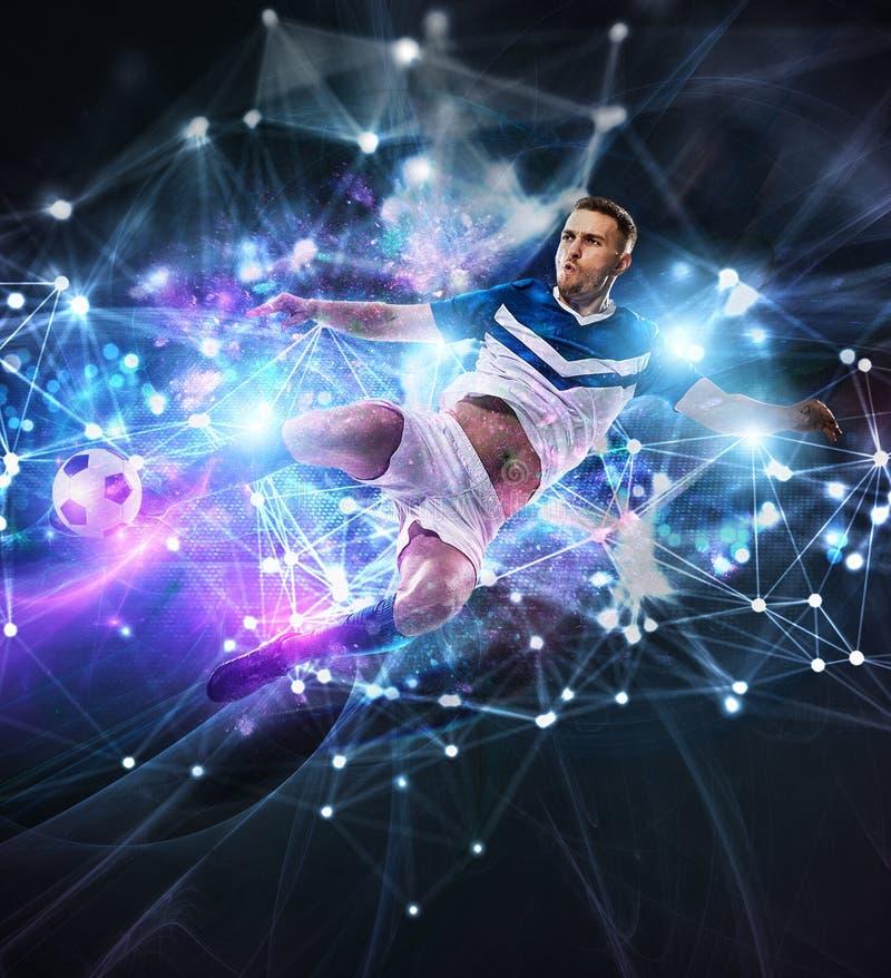 Σκηνή ποδοσφαίρου με τον ποδοσφαιριστή μπροστά από ένα φουτουριστικό ψηφιακό υπόβαθρο στοκ φωτογραφία με δικαίωμα ελεύθερης χρήσης