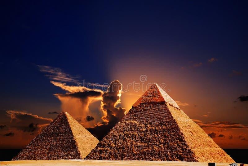 σκηνή πυραμίδων giza φαντασίας στοκ φωτογραφία με δικαίωμα ελεύθερης χρήσης