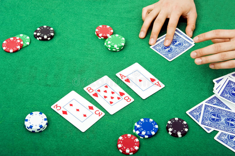 Download σκηνή πόκερ στοκ εικόνες. εικόνα από ύφασμα, χέρι, accustom - 13184570