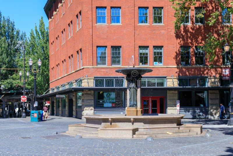 Σκηνή της περιοχής πηγών Skidmore στο στο κέντρο της πόλης Πόρτλαντ στοκ φωτογραφίες