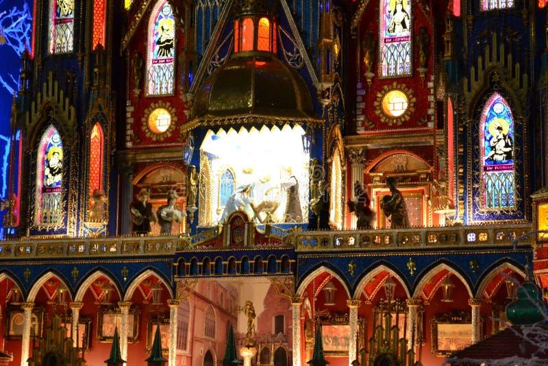 Σκηνή Nativity για τις διακοπές Χριστουγέννων μέσα στον καθεδρικό ναό της Notre-Dame στο Παρίσι, Γαλλία στοκ εικόνες