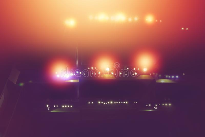 Σκηνικό φως με τα χρωματισμένα επίκεντρα στο θέατρο στοκ φωτογραφία