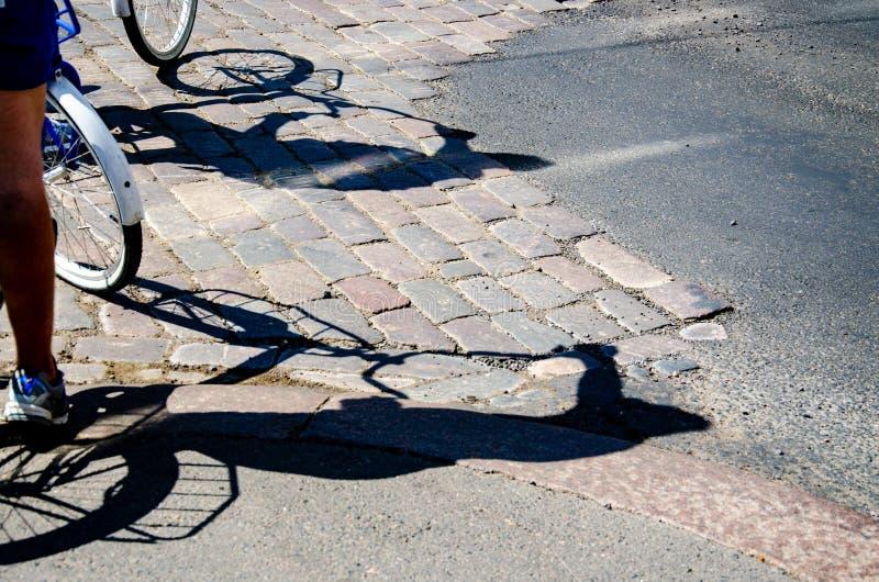 Σκιά από μια ομάδα ποδηλατών στοκ φωτογραφία