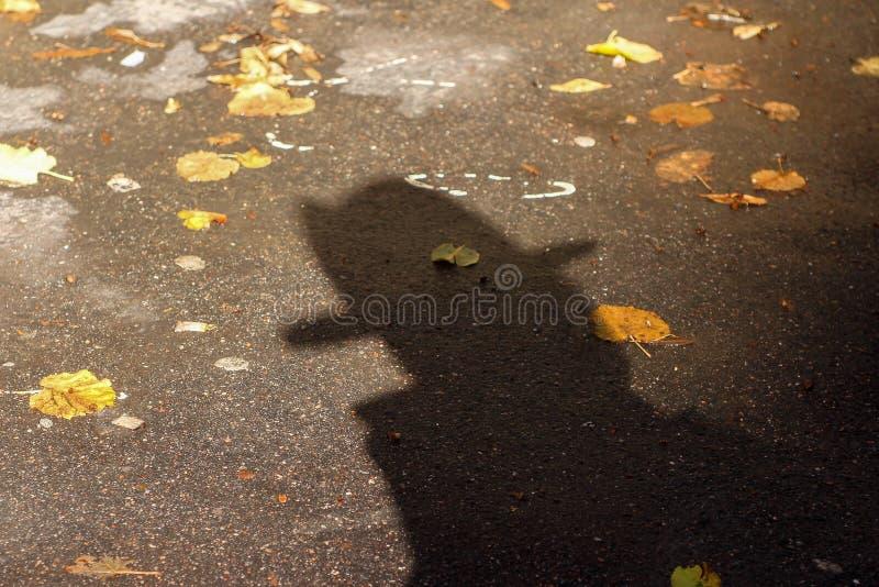 Σκιά ενός ατόμου σε ένα καπέλο στοκ εικόνα