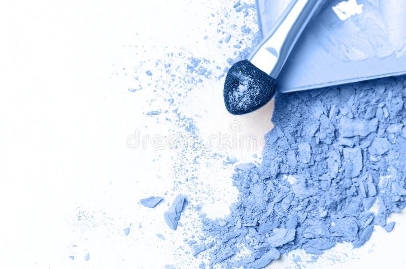 Σκιά με σπασμένο μπλε μάτι σε λευκό φόντο στοκ φωτογραφία με δικαίωμα ελεύθερης χρήσης