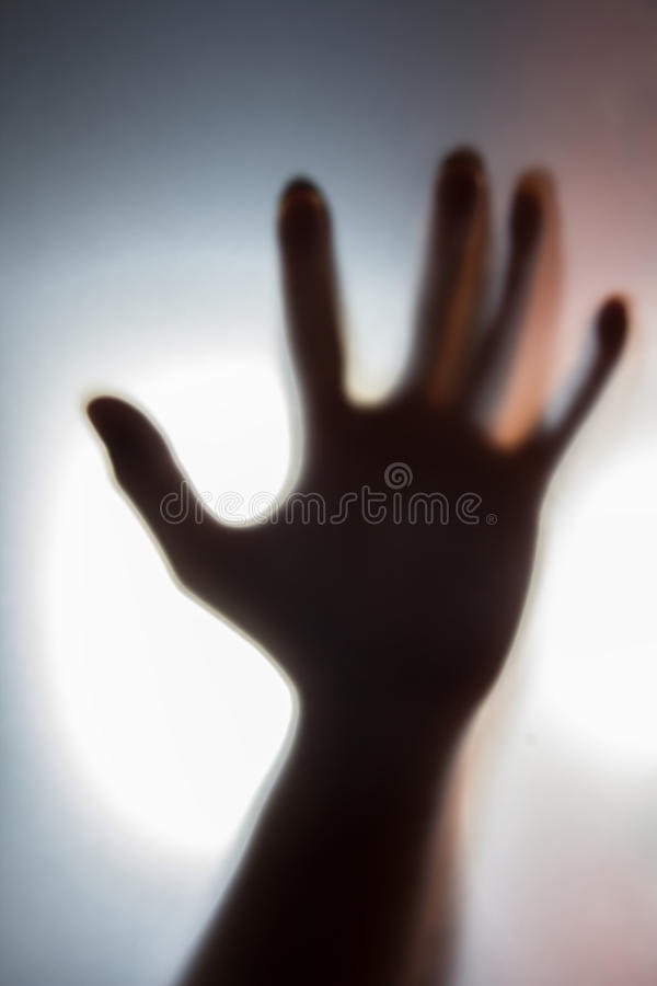 Σκιά του ανθρώπινου χεριού, του φαντάσματος και της έννοιας εγκλήματος στοκ φωτογραφία με δικαίωμα ελεύθερης χρήσης