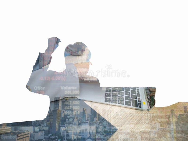 Σκιά του επιχειρησιακού άνδρα με το χέρι γυναικών στο lap-top στοκ φωτογραφίες
