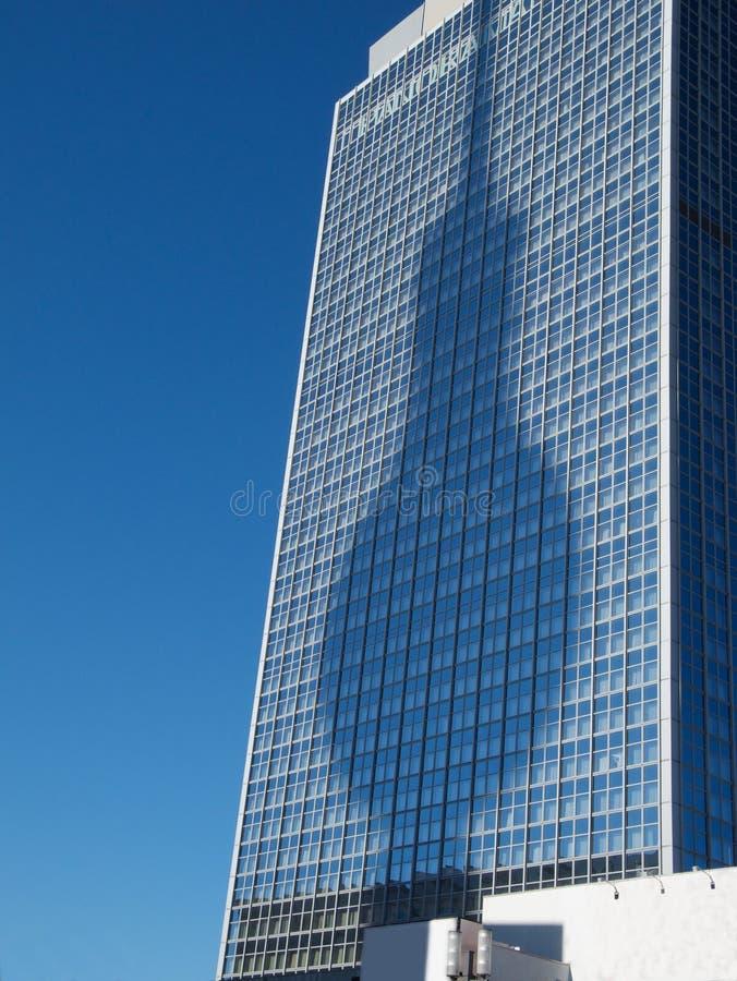 Σκιά του πύργου TV του Βερολίνου στο ψηλό κτίριο στοκ φωτογραφία