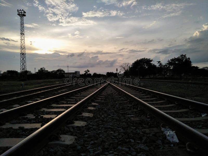 Σκιά του σιδηροδρόμου με το φωταγωγό στοκ εικόνες