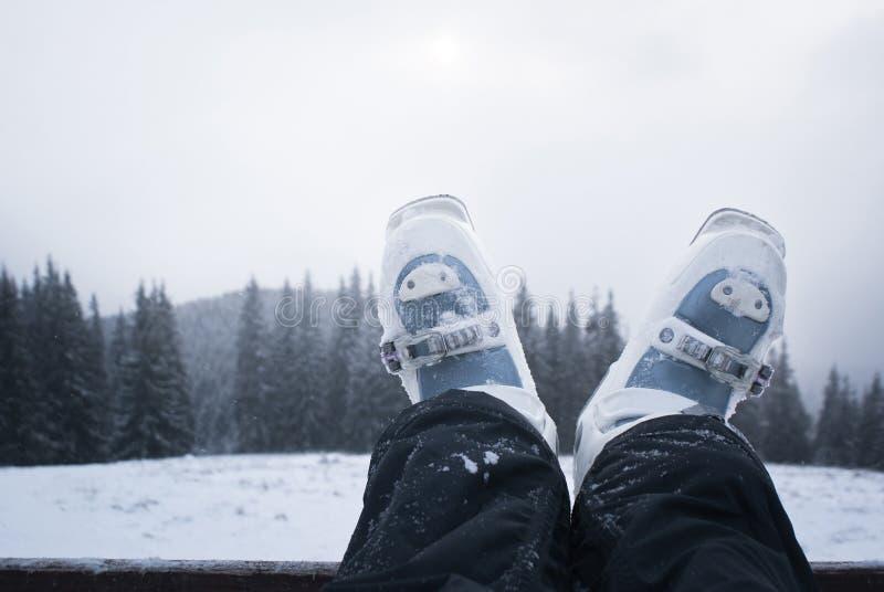 Σκιέρ ποδιών στις μπότες σκι στοκ φωτογραφία με δικαίωμα ελεύθερης χρήσης