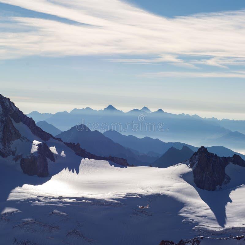 50 σκιές του μπλε στις Άλπεις στοκ εικόνες με δικαίωμα ελεύθερης χρήσης