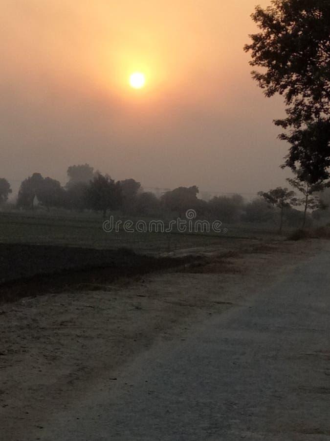 Σκιές του πορτοκαλιού στο καταπληκτικό ηλιοβασίλεμα στοκ φωτογραφία