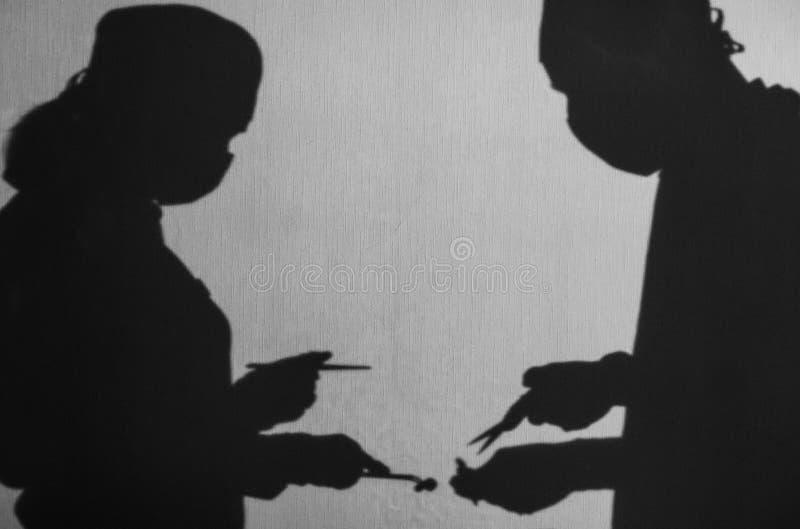 Σκιές των γιατρών που κάνει τη λειτουργία στοκ εικόνα με δικαίωμα ελεύθερης χρήσης