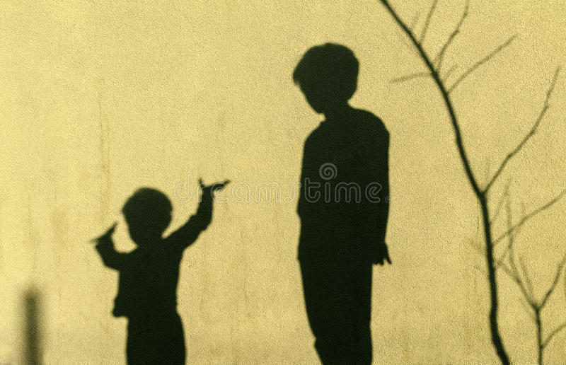 Σκιές των παιδιών στοκ εικόνες με δικαίωμα ελεύθερης χρήσης
