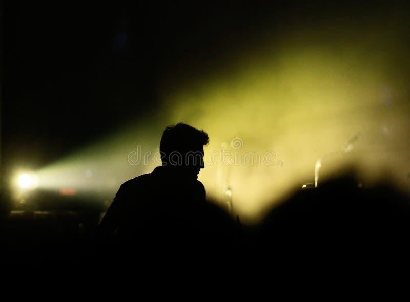Σκιαγραφία ανεμιστήρων κατά τη διάρκεια του φεστιβάλ μουσικής σόναρ στοκ φωτογραφία με δικαίωμα ελεύθερης χρήσης