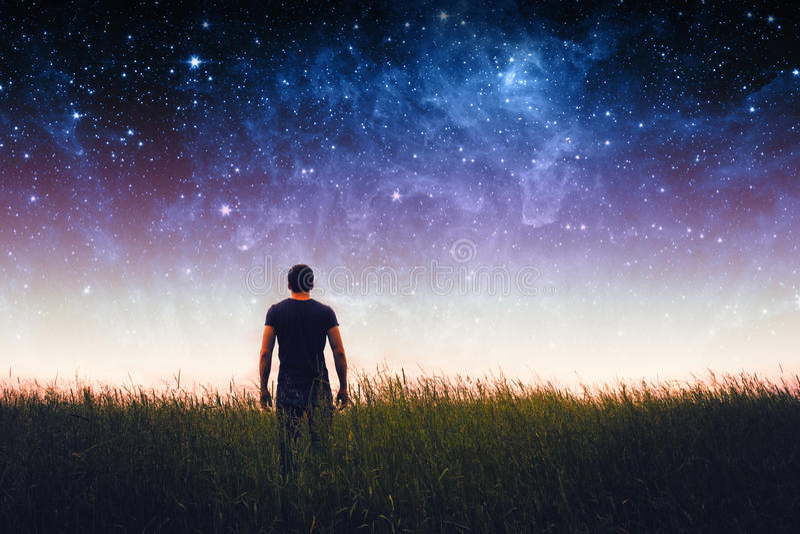 Σκιαγραφία ατόμων Στοιχεία αυτής της εικόνας που εφοδιάζεται από τη NASA στοκ φωτογραφία με δικαίωμα ελεύθερης χρήσης
