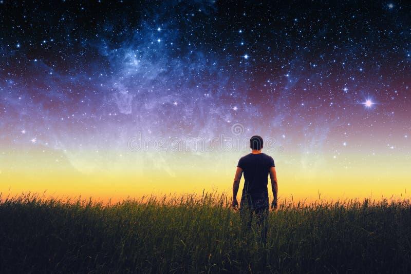 Σκιαγραφία ατόμων Στοιχεία αυτής της εικόνας που εφοδιάζεται από τη NASA στοκ φωτογραφίες με δικαίωμα ελεύθερης χρήσης