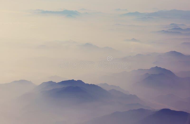 Σκιαγραφία βουνών στοκ φωτογραφία με δικαίωμα ελεύθερης χρήσης