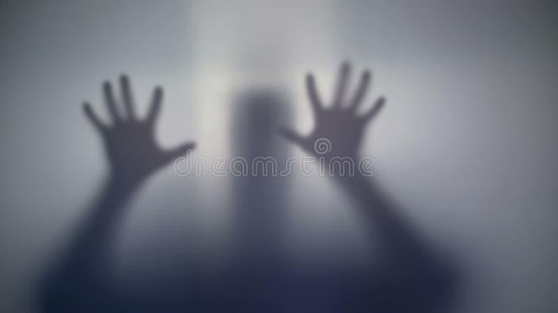 Σκιαγραφία διανοητικά - η ανεπαρκής προσπάθεια προσώπων παίρνει από το θάλαμο, που ειδικεύεται το νοσοκομείο στοκ εικόνα