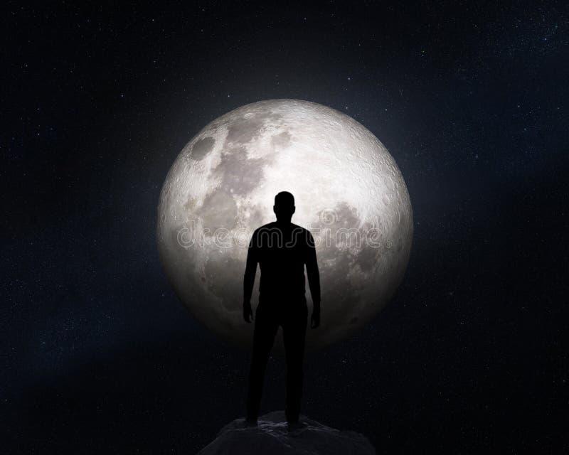 Σκιαγραφία ενός ατόμου στο υπόβαθρο του φεγγαριού Στοιχεία αυτής της εικόνας που εφοδιάζεται από τη NASA στοκ εικόνα