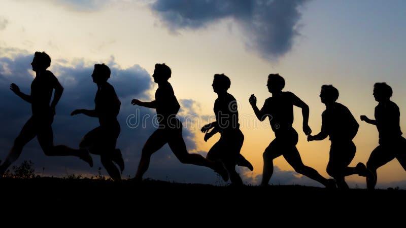Σκιαγραφία ενός jogger στην ανατολή στοκ εικόνες