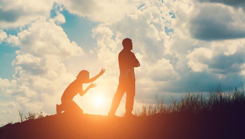 Σκιαγραφία ζεύγους που χωρίζει μια σχέση στοκ φωτογραφίες