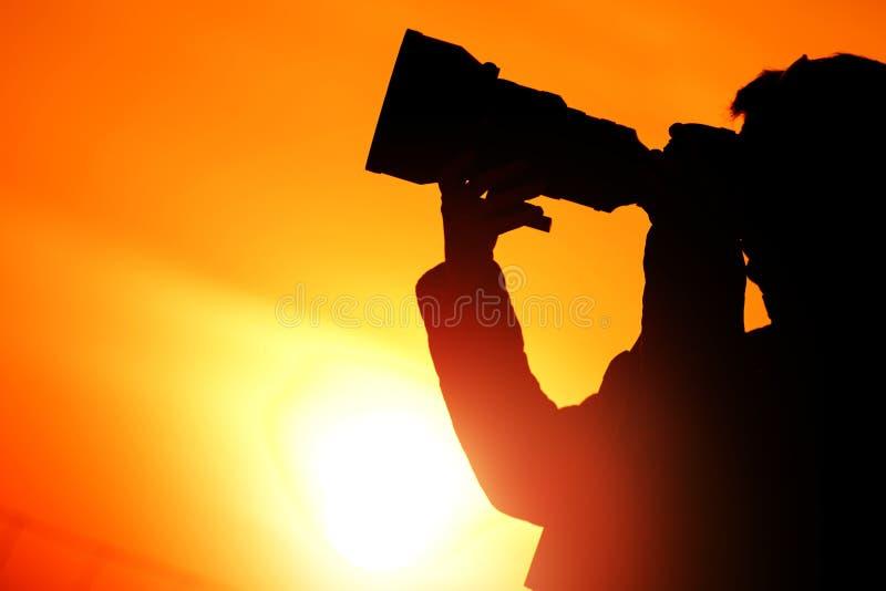 Σκιαγραφία ηλιοβασιλέματος φωτογράφων στοκ εικόνα