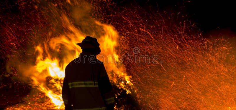 Σκιαγραφία πυροσβεστών στοκ φωτογραφία με δικαίωμα ελεύθερης χρήσης