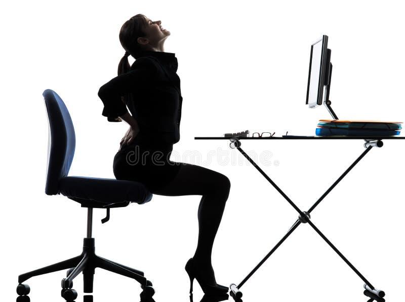 Σκιαγραφία πόνου πόνου στην πλάτη συνεδρίασης επιχειρησιακών γυναικών στοκ φωτογραφία με δικαίωμα ελεύθερης χρήσης
