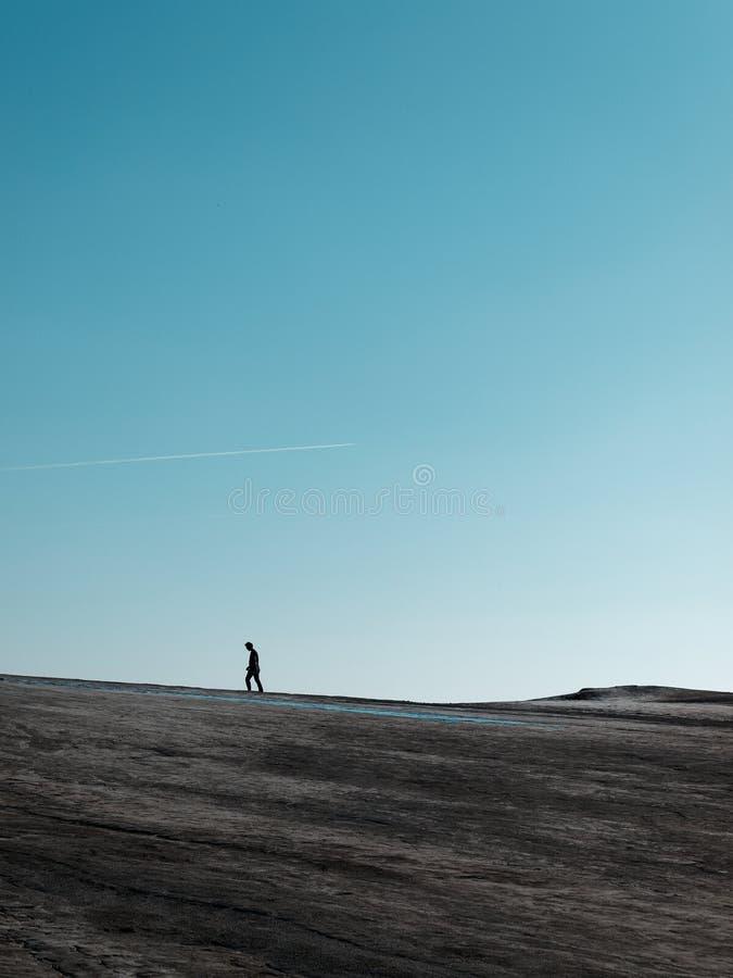 Σκιαγραφία στους τομείς λάσπης στοκ εικόνα