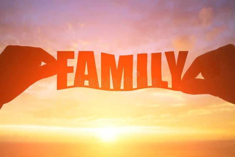 Σκιαγραφία της οικογενειακής λέξης στοκ φωτογραφία με δικαίωμα ελεύθερης χρήσης