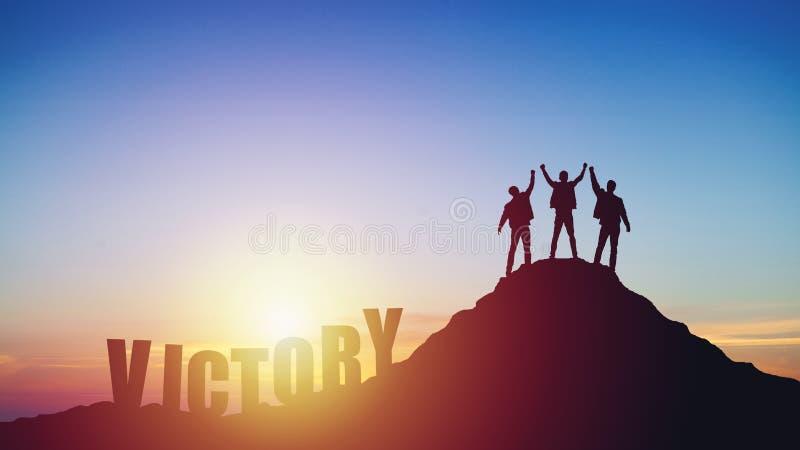 Σκιαγραφία της ομάδας στο βουνό στοκ φωτογραφία