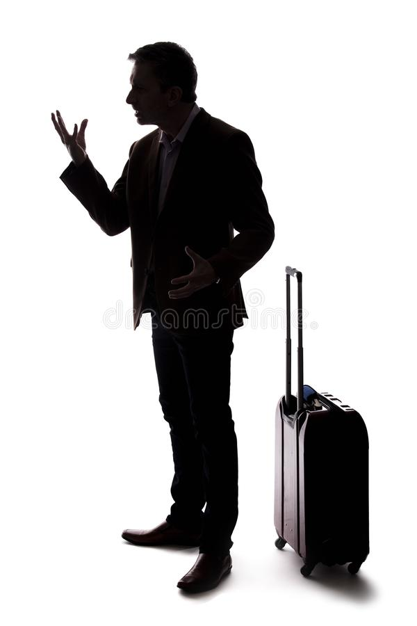 Σκιαγραφία του διακινούμενου επιχειρηματία που ανατρέπεται στην καθυστερημένη ή ακυρωμένη πτήση στοκ εικόνα με δικαίωμα ελεύθερης χρήσης