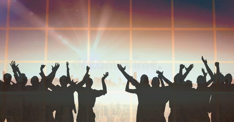Σκιαγραφία του εορτασμού ομάδων ανθρώπων στο κόμμα με το υπόβαθρο μετάβασης και να λάμψει το φως ελεύθερη απεικόνιση δικαιώματος