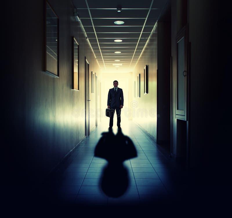 Σκιαγραφία του επιχειρηματία στοκ εικόνα με δικαίωμα ελεύθερης χρήσης